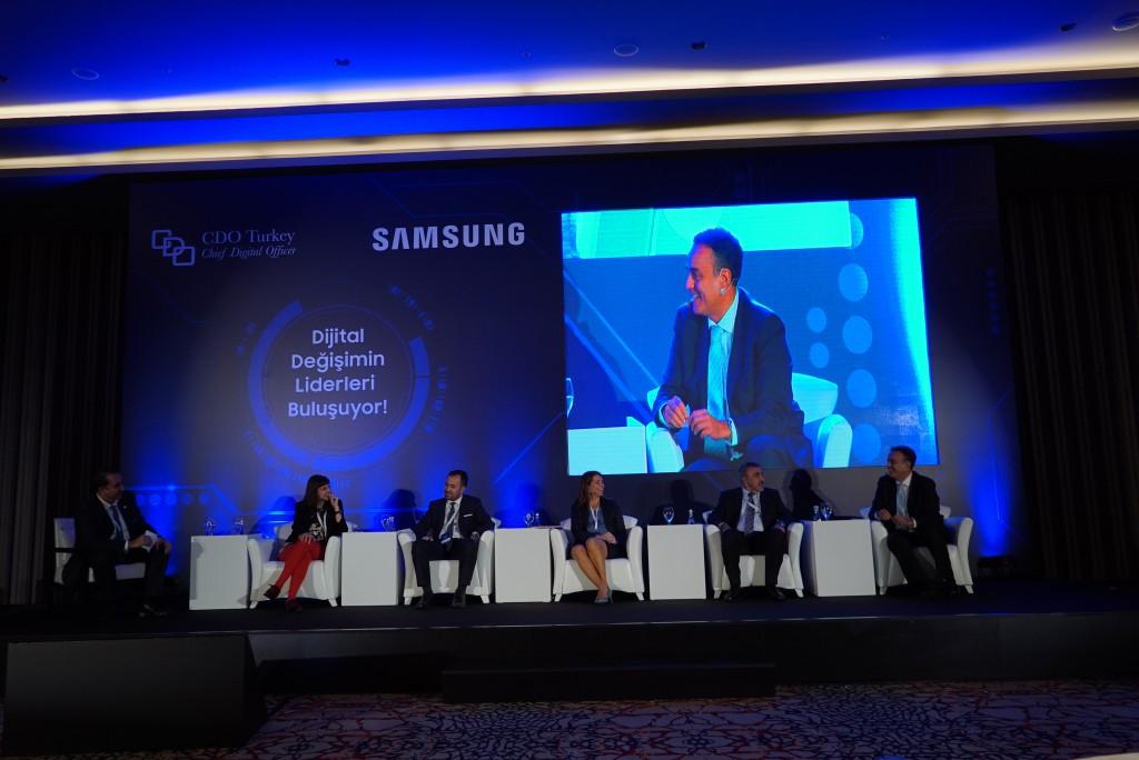CDO Turkey, 2015, Moderator Bülent Kutlu with panelists Eda Önsel, Gökhan Salmanoğlu, Gülru Atak Gündem, Mehmet Demir, and Tansu Yeğen